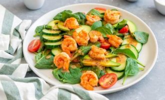 Острый салат с креветками и авокадо рецепт