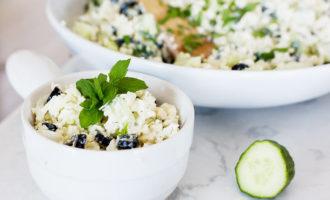 Греческий кето салат из цветной капусты