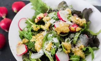 Простой кето салат из редиса