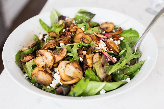 Кето салат с грибами и козьим сыром